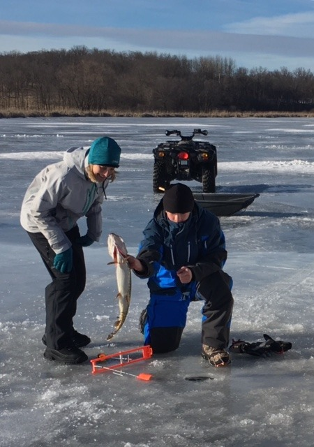 Minnesota fishing guide service 39 s report park for Ice fishing guides minnesota